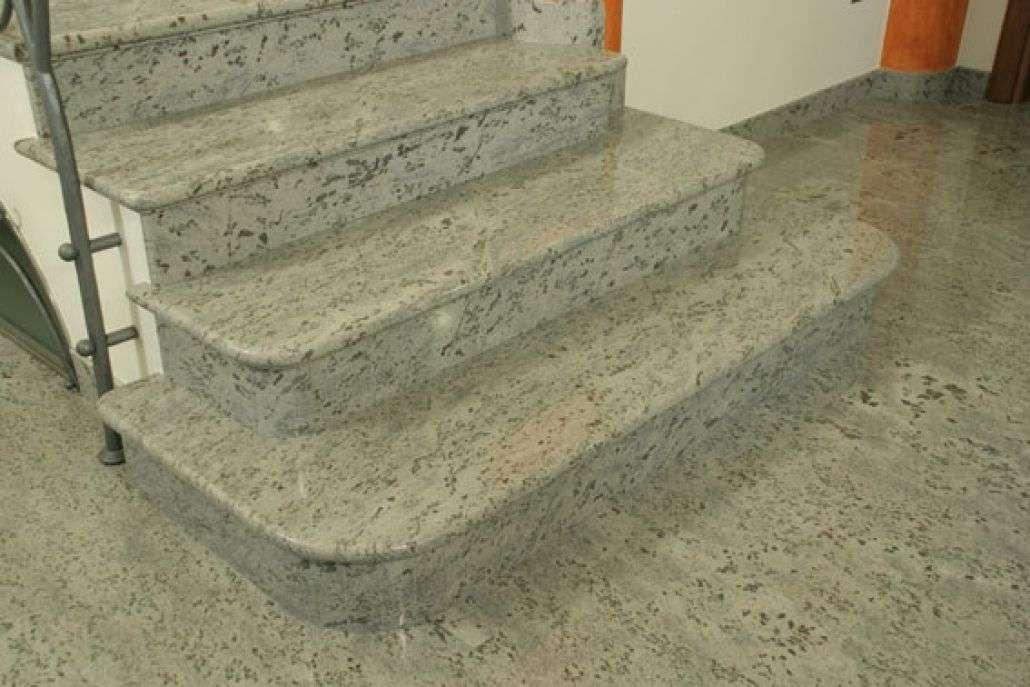 Scala in granito verde eucalipto gigante marmi specialisti nella lavorazione del marmo - Granito per scale ...